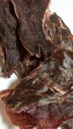 広島県産のオリジナルジャ—キーのご紹介です鹿肉ジャーキー猪肉ジャーキーはDOG LIFE PLUSで